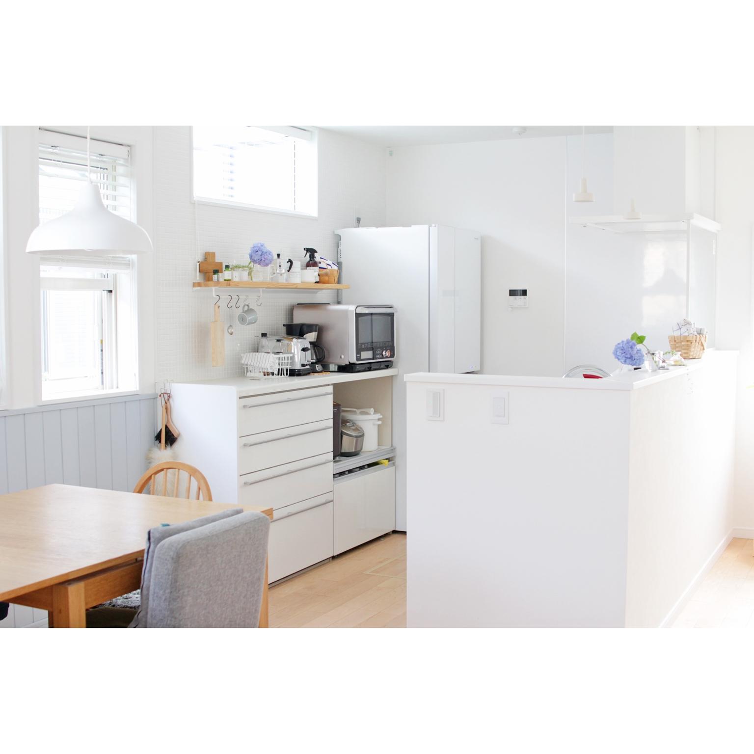 女性で、、家族住まいのラッセルホブス/IKEA/2階リビング/unico/ウッドブラインド/窓辺…などについてのインテリア実例を紹介。