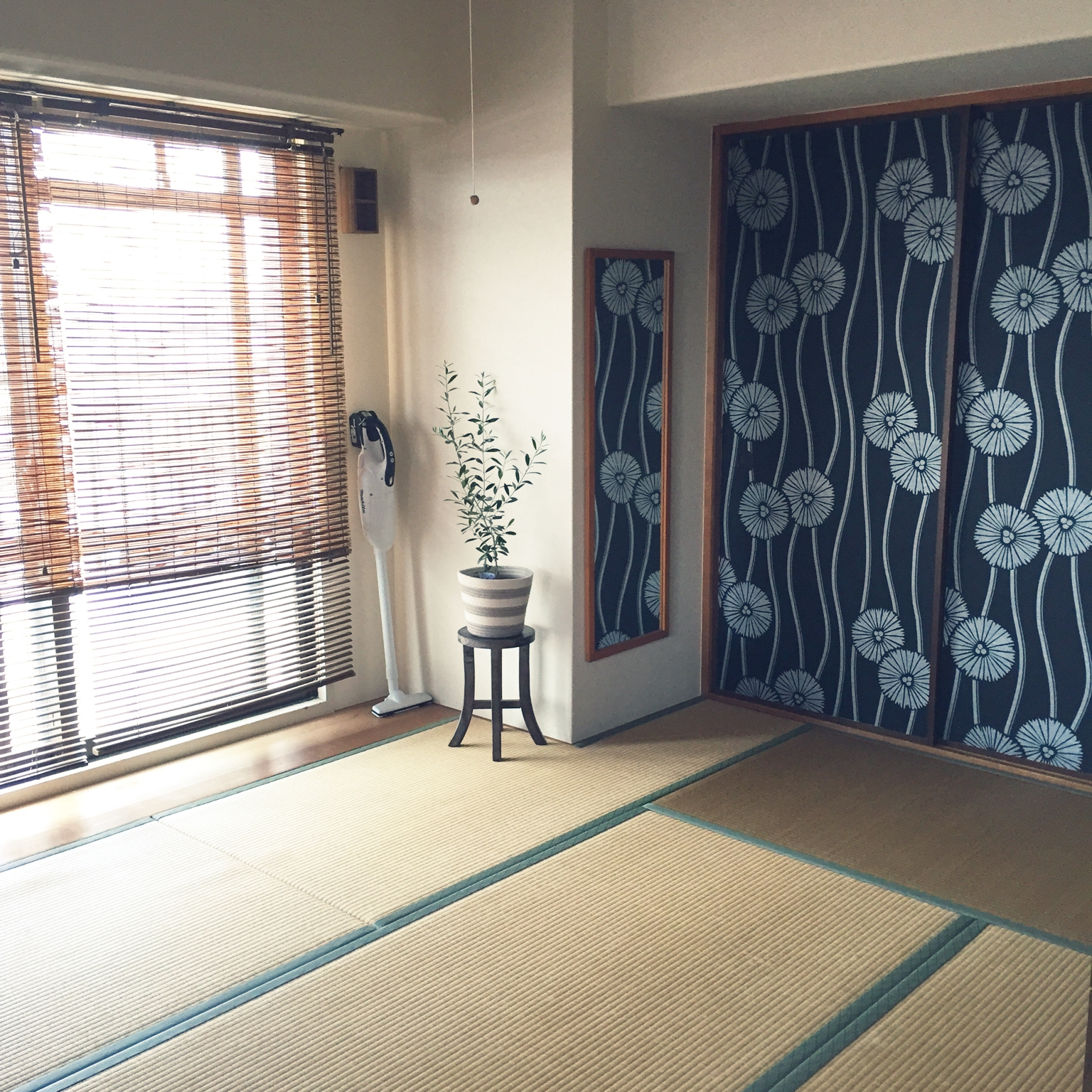 女性で、3LDK、家族住まいの壁紙屋本舗/築25年/シンプル/マンション/和室/ふすまに壁紙…などについてのインテリア実例を紹介。