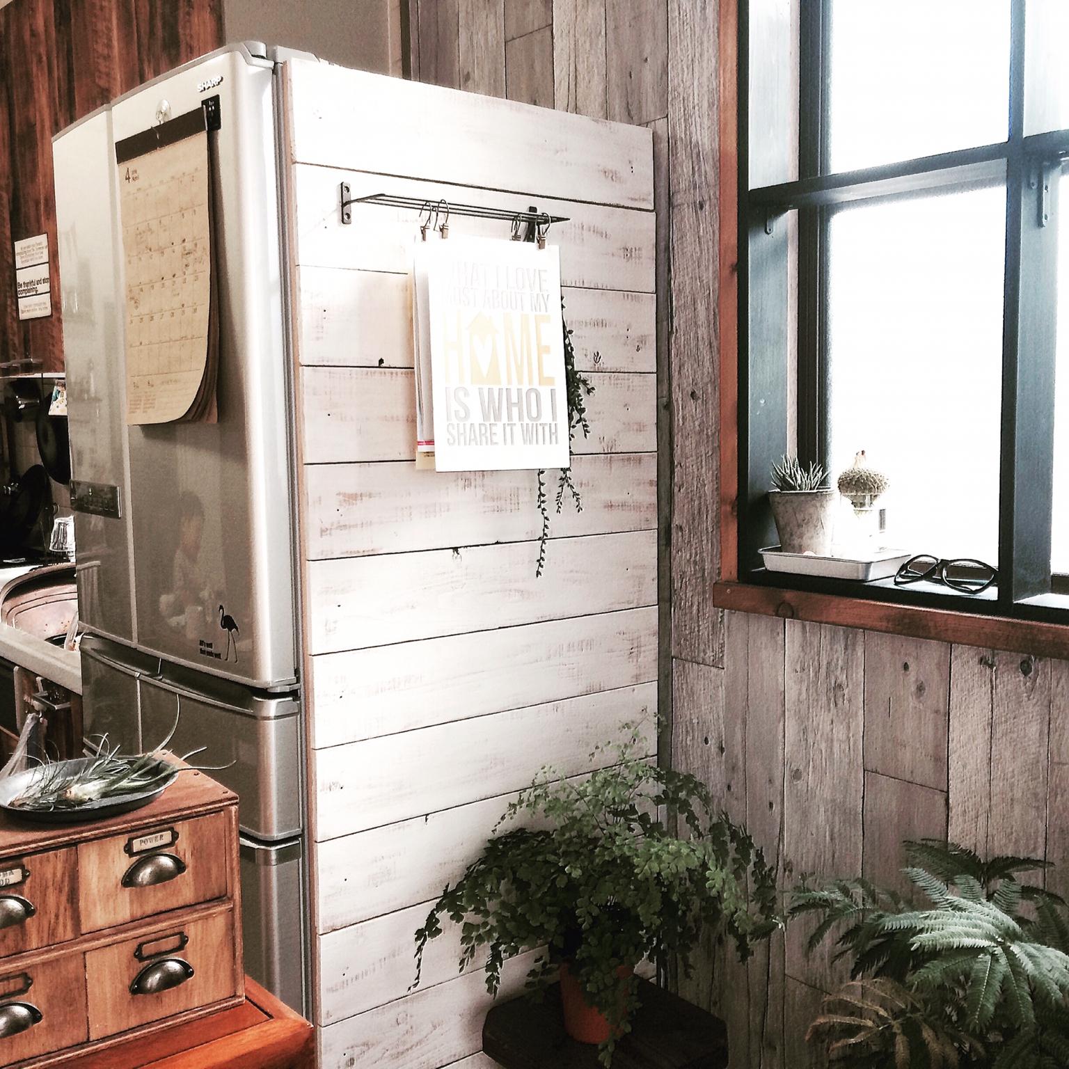 冷蔵庫だってオシャレでいたい。側面アレンジも楽しめる板壁DIY by ryonさん