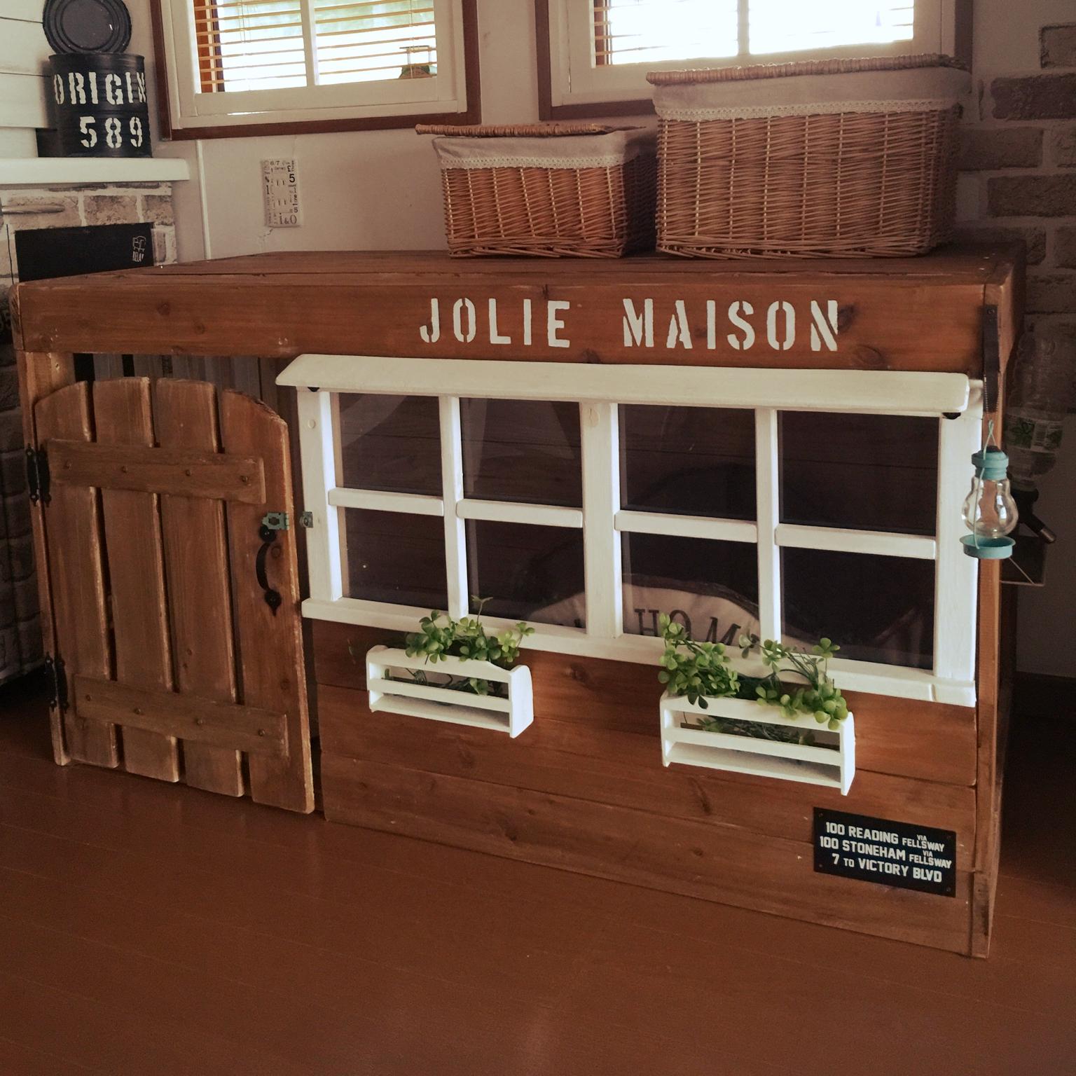 女性で、、家族住まいのいぬと暮らす/犬小屋DIY/ステンシル/フェイクグリーン/ハンドメイド/DIY…などについてのインテリア実例を紹介。