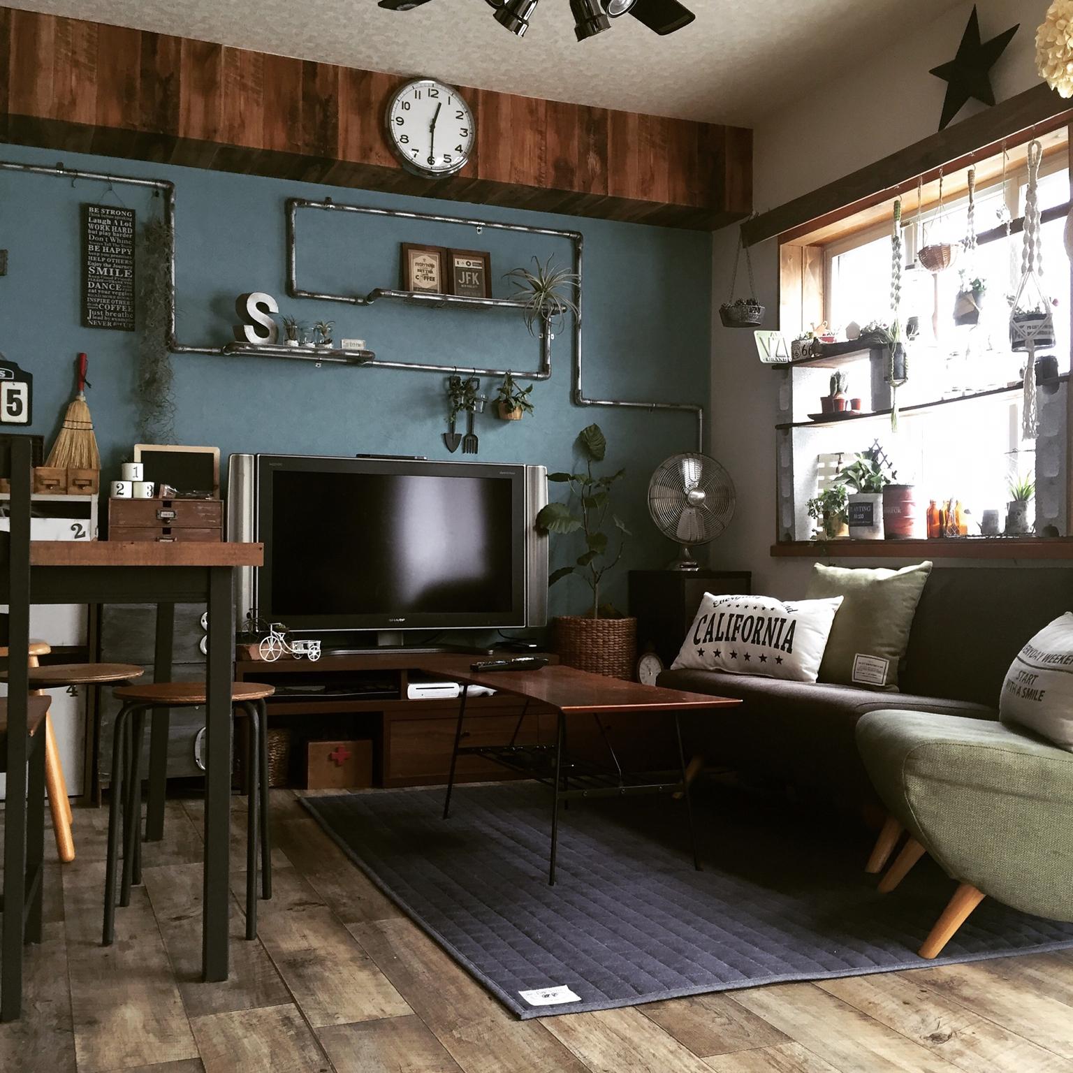 女性で、3LDK、家族住まいのクッションフロア/壁紙屋本舗/多肉植物/古材風/木目壁紙/DIY棚…などについてのインテリア実例を紹介。
