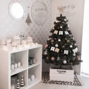 クリスマスツリーのベストポジション、見つけませんか?