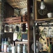 浮いてるっ!?油ハネの心配なし。デッドスペースを利用した調味料瓶DIY by sayo.さん