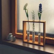簡単ワンポイント☆100均の試験管立てにグリーンやお花を