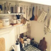 調理器具の収納場所はコンロ周りで引っ掛け収納☆