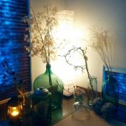お家の中に、和紙の照明がある風景