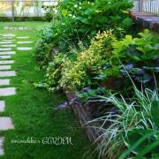 ミックスレンガでガーデンCafeのようなお庭に♪emimekkoさんの花壇
