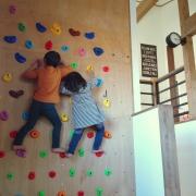 子供もすくすく育つ!ボルダリングやうんていがあるお家