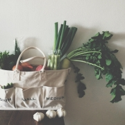 ベジバッグをインテリアに♡お家でも活躍の使えるバッグたち