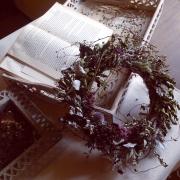 まるで花嫁の冠のよう♪手作りリースで可愛いインテリアをつくろう!