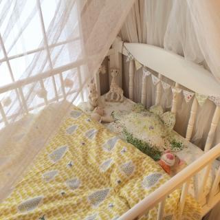 女性の、4LDK、家族住まいの「ベッド周り」についてのインテリア実例