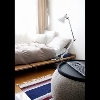 女性の、1DK、一人暮らしの「ベッド周り」についてのインテリア実例
