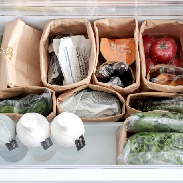 紙袋やケース使ってすっきり!野菜室の整理収納法