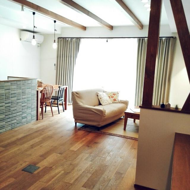 Lounge,モモナチュラル,造作家具,リノベーション,中古住宅,後藤照明,トルコクッション,ニトリのカーテン,みせ梁,連投すみません,ナラ無垢床,名古屋モザイクタイル,中古を買ってリノベーション,こどもと暮らす。,アネストワンのインテリア実例 | RoomClip (ルームクリップ)