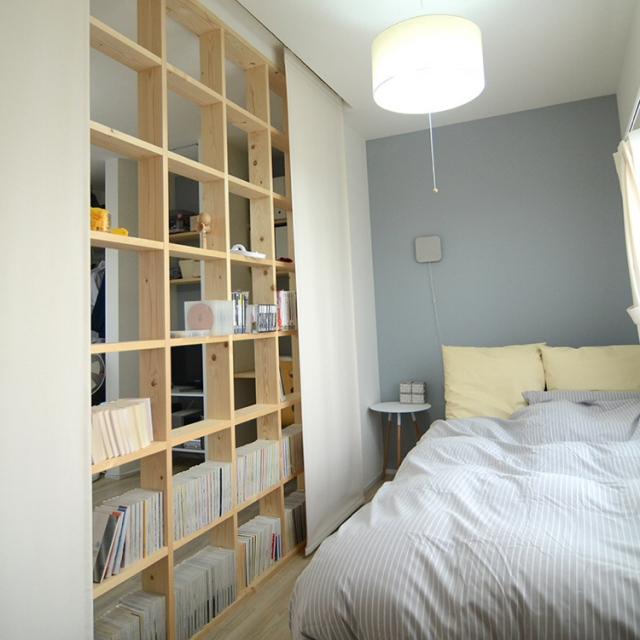 Bedroom,無印良品,漫画,アクセントウォール,格子,リノベーション,パネルカーテン,たな棚,たな 収納のインテリア実例 | RoomClip (ルームクリップ)