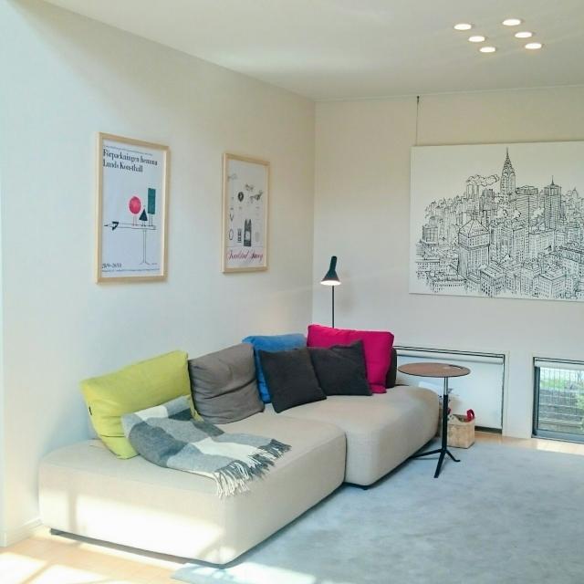 基本はシンプル♪白い家具+鮮やかな差し色をアクセントに