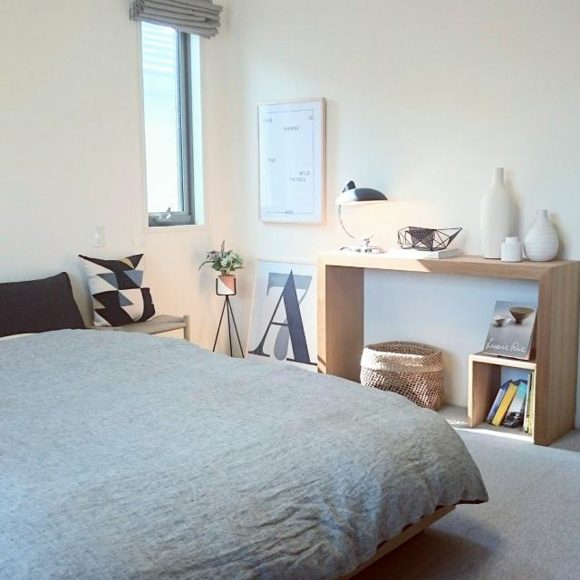 寝室をくつろぎの空間に。ベッドサイドの上手な使い方