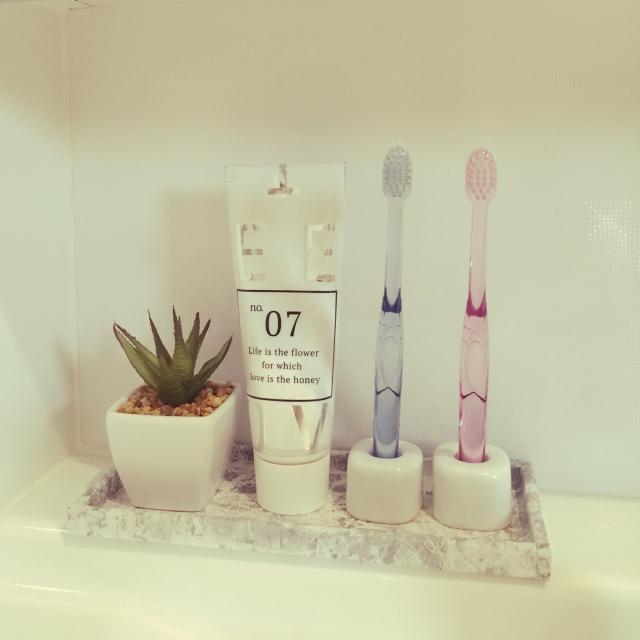 自然を感じる洗面所♡フェイクグリーンで清潔感を演出