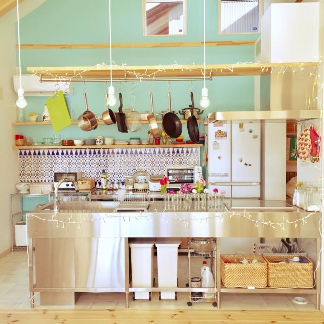 色と柄で心が躍る♪好きを詰め込んだカラフルキッチン