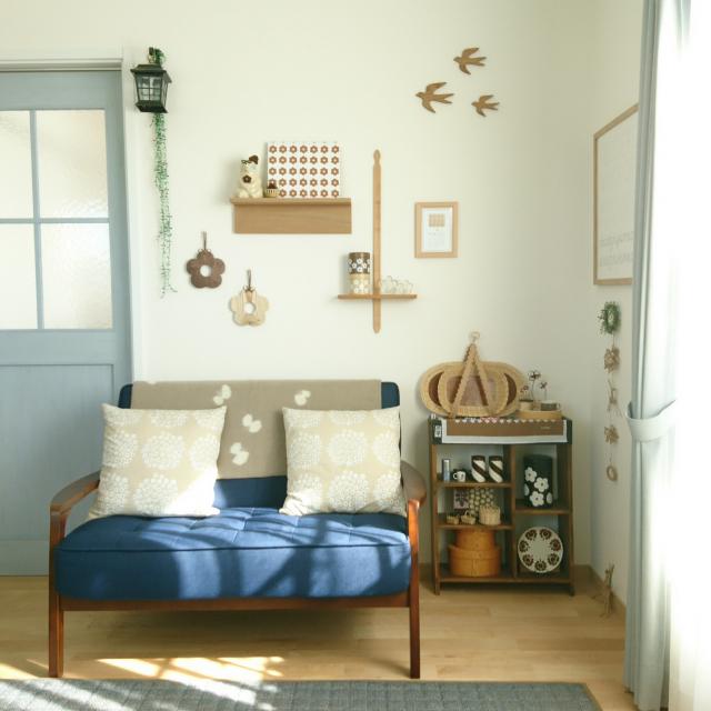「小物を添えて楽しむ。絵になる北欧風木製ソファ」 by capiteruさん