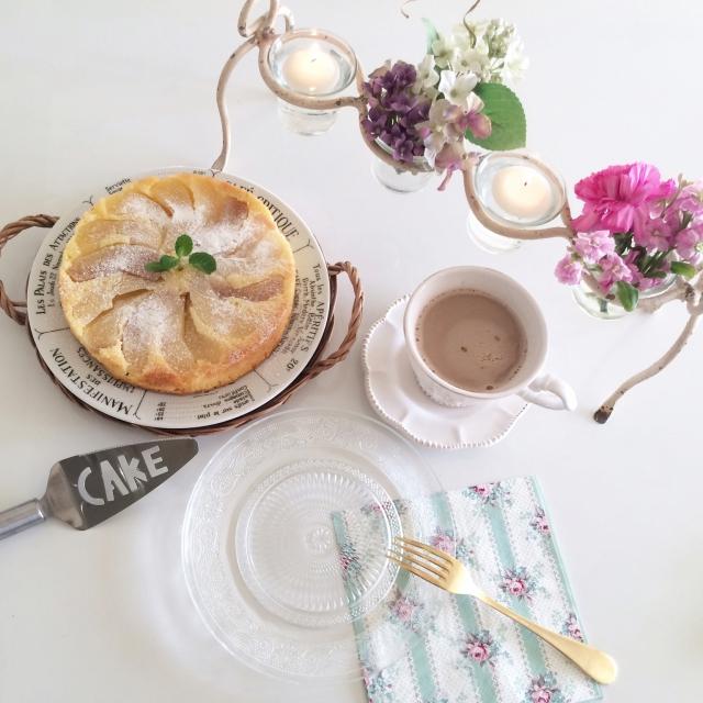 お洒落な生活には花が欠かせない!テーブルなどに花を飾るコツ