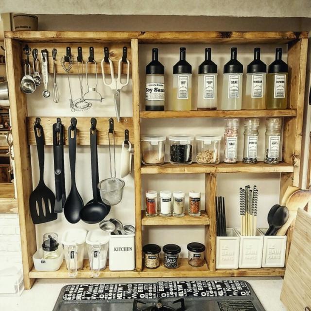 必要なものをギュッとまとめて取り出しやすく!cocotteさんのキッチンツールシェルフ | RoomClipMag | 暮らしとインテリアのwebマガジン