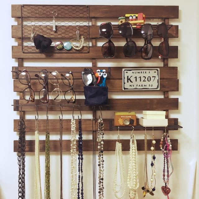 女子必見!100均の商品でアクセサリーを壁面収納する方法