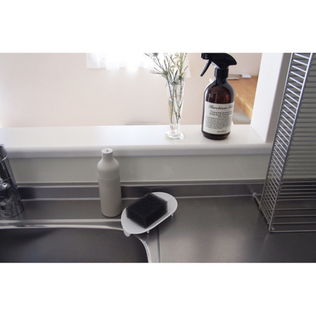 コンパクトで水はけ良し☆清潔な水回りを保つスポンジ収納