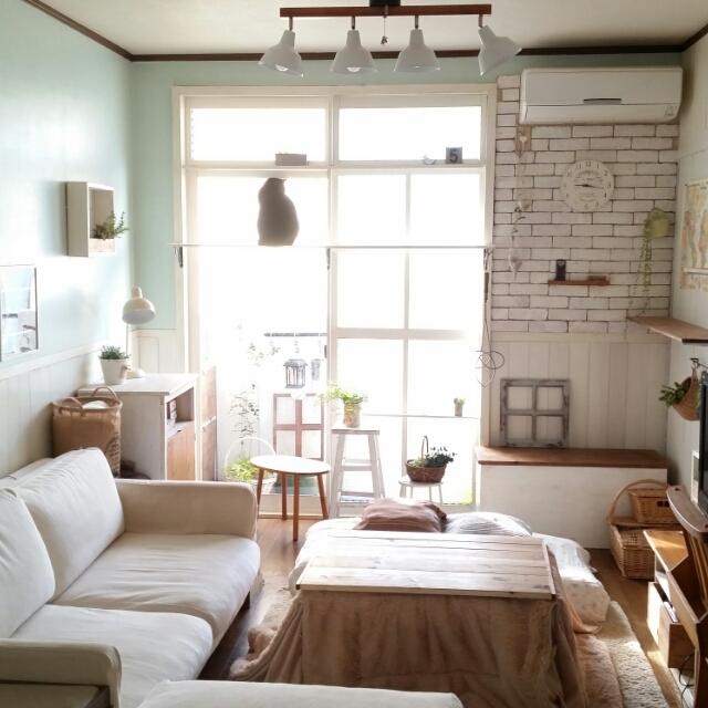 女性で、2LDK、家族住まいのベニヤ板壁/棚DIY/中古住宅/板壁DIY/窓枠DIY/ファブリックレンガDIY…などについてのインテリア実例を紹介。
