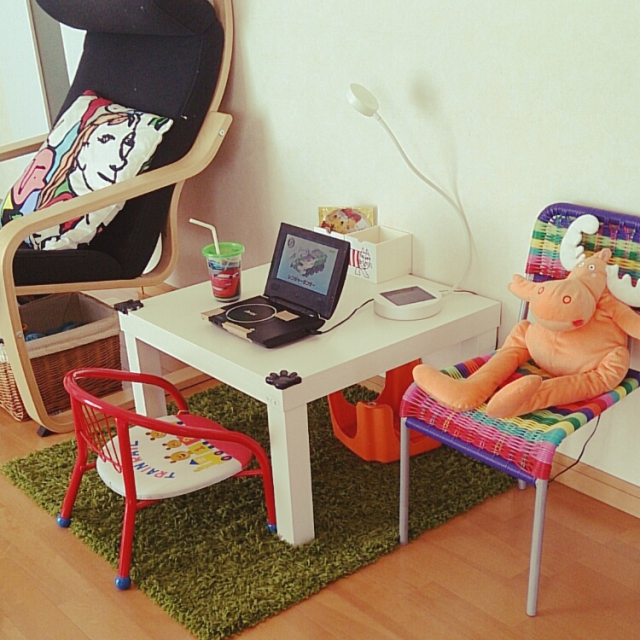 IKEAの「LACKサイドテーブル」はカラーも使い方もいろいろ♪