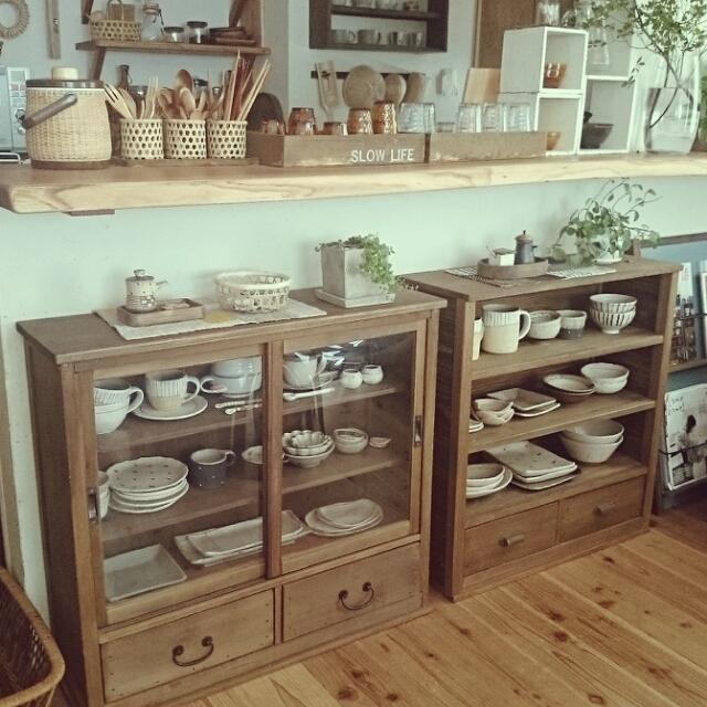 料理やお茶の時間が楽しくなる♪カフェのような食器棚