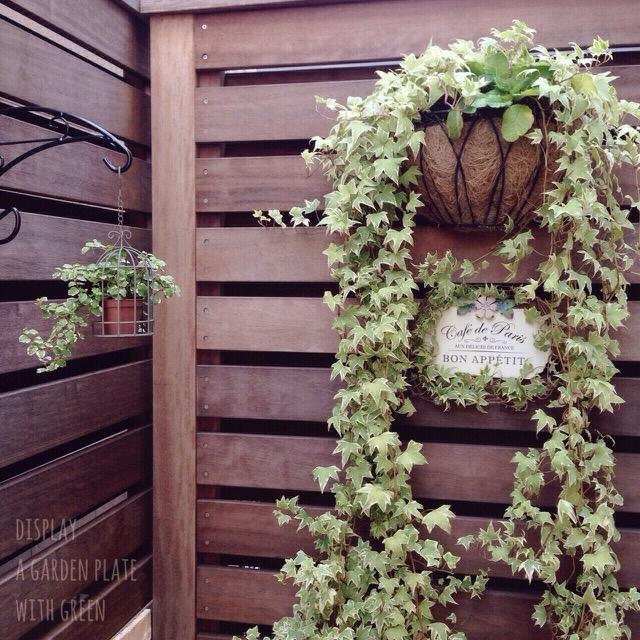 お庭を自然に華やかに!risaさんの簡単ウッドフェンスデコテクニック