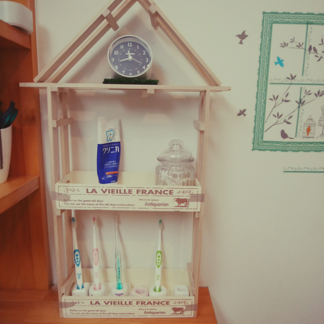 「ボンドで簡単♪すのこでつくるお家型歯ブラシ収納棚」 by mamapapa2さん