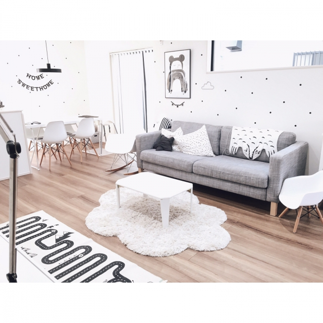 Overview,ポスター,IKEA,ミッフィー,ウォールステッカー,リビング,北欧,シンプル,白黒,雲,モノトーン,凸ランプ,レターバナー,小さなお家,海外インテリアに憧れる,モノトーンインテリア,RoomClip Style,こどもと暮らす。,アドベンチャーラグ,ig☞chay_ttt,ドット壁インテリアのインテリア実例 | RoomClip (ルームクリップ)