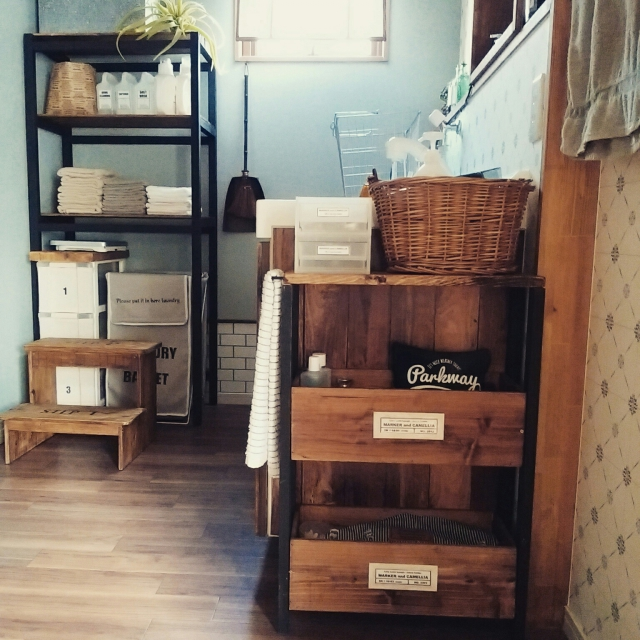 雰囲気のあるインテリアに!かごや箱を活かすアイデア