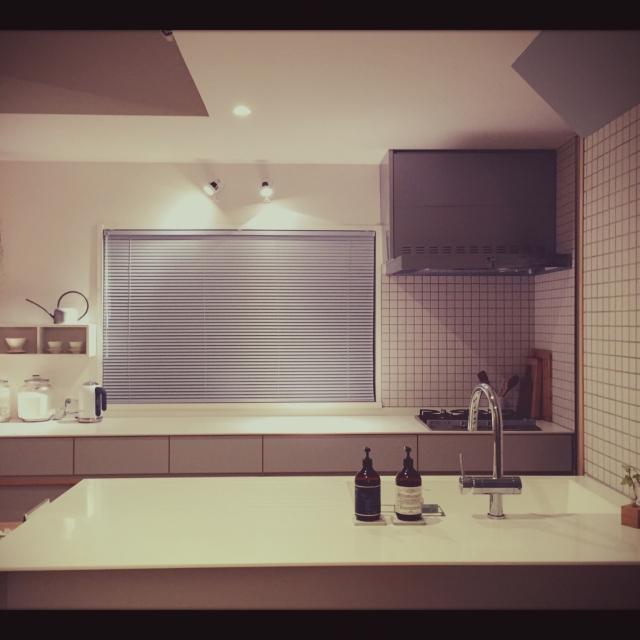 「シンプル×癒しが魅力。家族が安らげる憩いの場」憧れのキッチン vol.82 yu3koさん