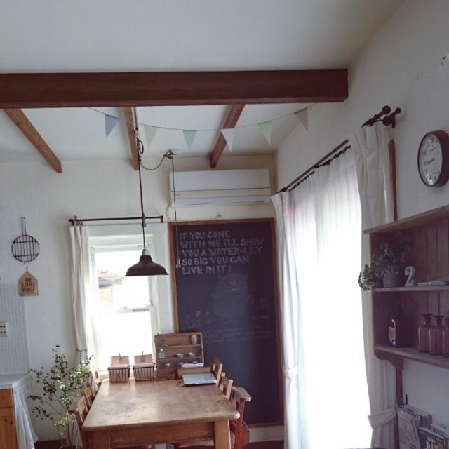 My Desk,観葉植物,DIY,ガラスケース,セリア,ガーランド,パイン材,漆喰壁,アンティーク雑貨,薬瓶,カメラマークが出たので,黒板DIY,niko and… ,ナチュラルも男前も好き,塩系インテリアに憧れるのインテリア実例 | RoomClip (ルームクリップ)