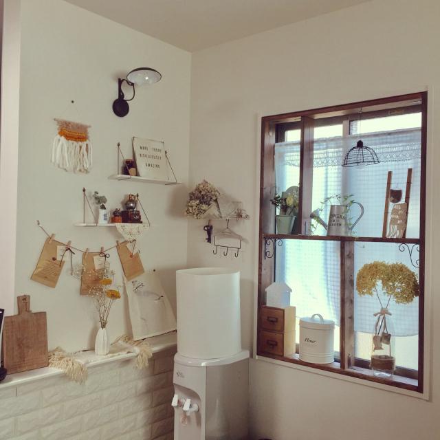 お部屋の雰囲気をがらっと変える♪憧れの窓枠に大胆DIY