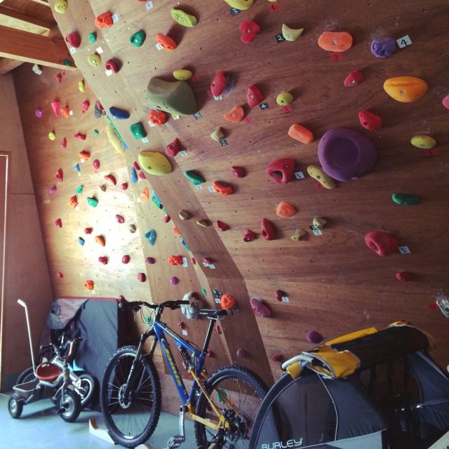おうちにボルダリング壁をつけていつでもトレーニング‼