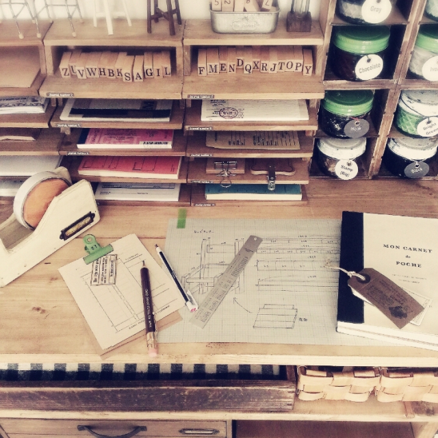 セリアの木製レターケースを重ねて書類棚に