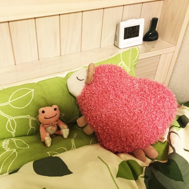 ぐっすり安眠をお手伝い♡ベッド周りの癒しコーナー
