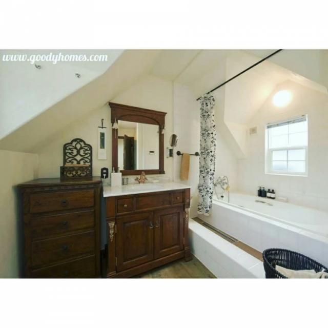 落ち着きあるアンティーク風バスルーム&トイレ事例