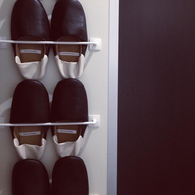 靴箱の扉裏に取り付けてスリッパラックに