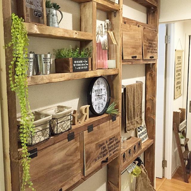 壁をたっぷり贅沢に使う、雑貨屋風の収納棚。toriasyさん流、ディアウォール活用術