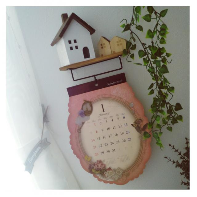 アート作品のように見せる!キッチンに飾りたいカレンダー