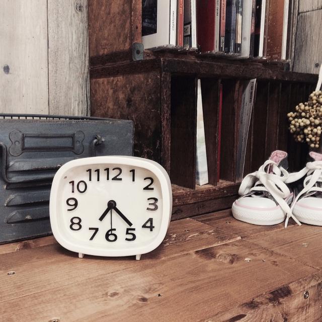 シンプルで優秀!ダイソーの目覚まし時計が本当に使える