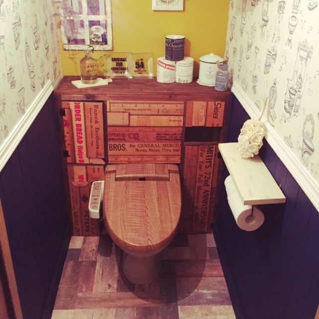 トイレのふたも「木目」で統一
