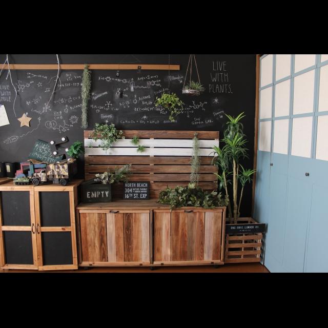 「隠す」と「見せる」の一挙両得♪ sachaさんの板壁付き収納棚
