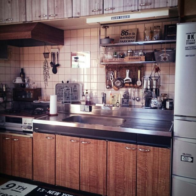 Kitchen,冷蔵庫,セリア,フェイクグリーン,換気扇,Daiso,男前,3COINS+plus,バスロールサイン,転写シール,キャンドゥの板壁風シート,リメイクシート木目調,しまむらキッチンマットのインテリア実例 | RoomClip (ルームクリップ)