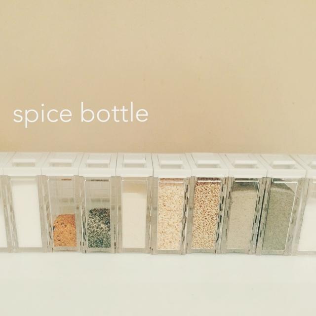 キッチンにたくさん並べたくなる♡セリアの調味料ボトル